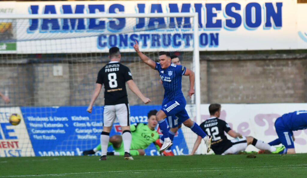 Dumbarton v Peterhead – There are going to be some disappointed players